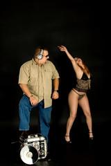 DJ und tanzendes Mädchen