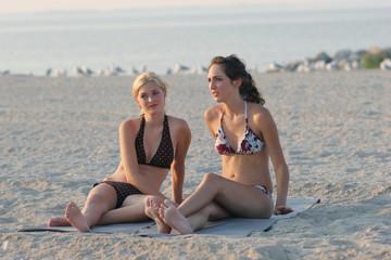 teen-sisters-bikini