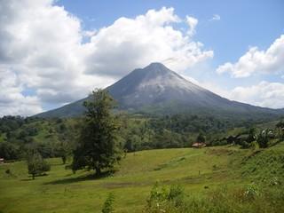 Volcan Arenal Erupting