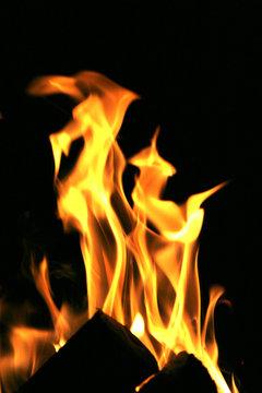 Gemütlichkeit - Kaminfeuer freigestellt