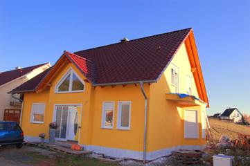 Knallgelbes Haus