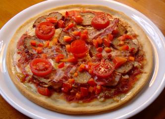 Pizza mit Frikadelle
