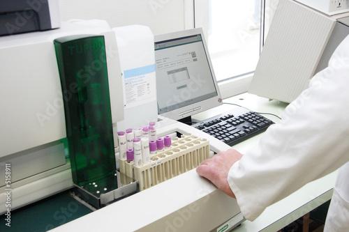 Laboratoire d 39 analyse m dicale photo libre de droits sur for Laboratoire d analyse salon de provence