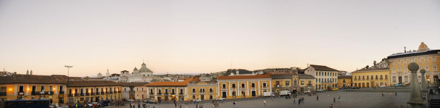 plaza de san francisco en quito