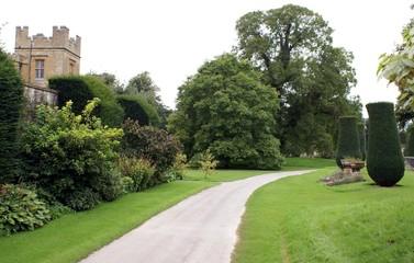 Papiers peints Jardin entrance/ path/ way to castle