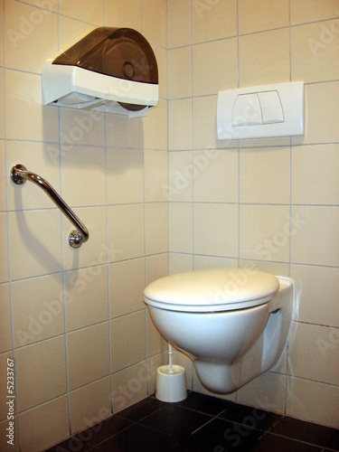 wc handicap photo libre de droits sur la banque d. Black Bedroom Furniture Sets. Home Design Ideas