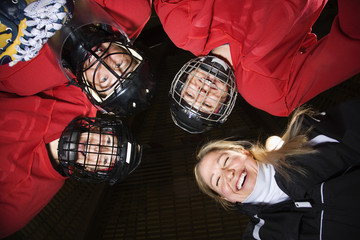 Women hockey player huddle.