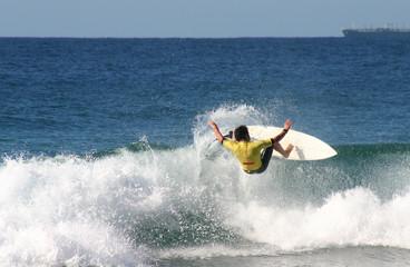Agressive surfer