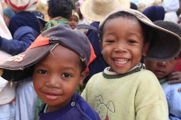 portaits d'enfants avec une casquette