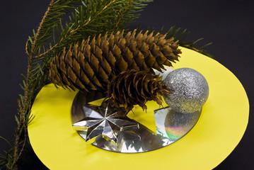 weihnachts-dekoration mit der CD-DVD