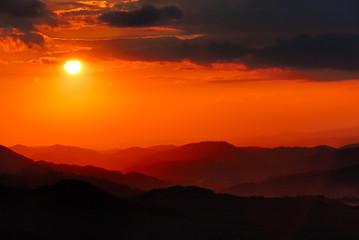 Sonnenuntergang ueber Gebirge no.3