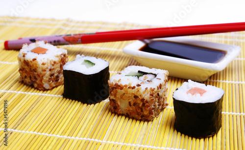 sushi mit st bchen und sojaso e stockfotos und lizenzfreie bilder auf bild 5479196. Black Bedroom Furniture Sets. Home Design Ideas