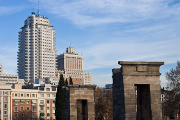 Acient Egyption and Modern Madrid architecture.