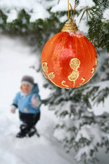 Child on the jaunt next to the christmas fir tree