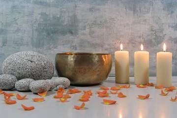 Klangschale mit 3 Kerzen