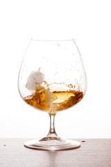 Glaçon dans verre