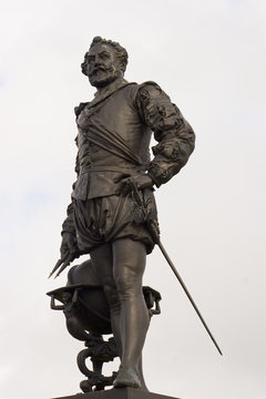 Statue of Sir Francis Drake on Plymouth Hoe, Devon, England