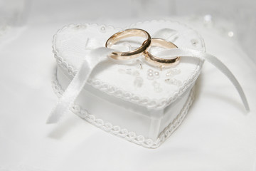 wedding rings in white box