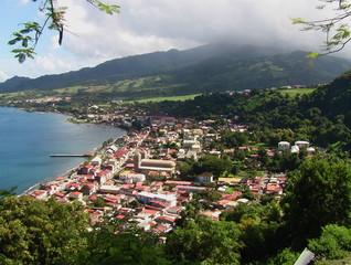 Saint-Pierre en Martinique et volcan de la montagne pelée