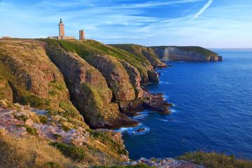 Bretagne,22,cap Frehel :  falaises et phare Fotobehang