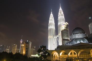 Fotorolgordijn Kuala Lumpur Image of Kuala Lumpur skyline at night.