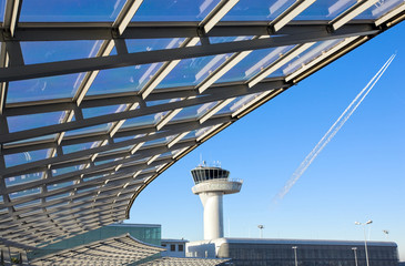 Foto auf Leinwand Flughafen modern construction with airport control tower