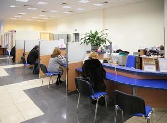 visitors in bank - fototapety na wymiar