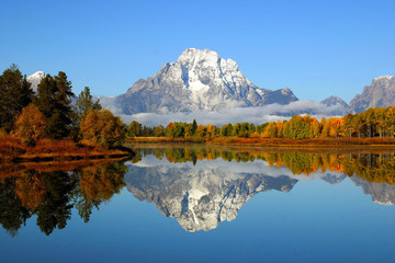 Schilderijen op glas Bergen Reflection of mountain range in lake, Grand Teton National Park