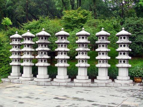 Colonnes trouées en pierre, Chine