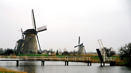 Pfoto of the windmill's situated on the rivers bank..