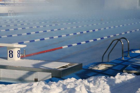 Bathing in open pool in a strong frost