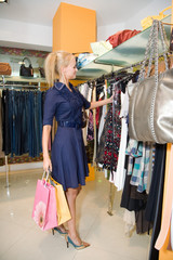girl shop for clothes