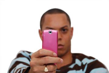 homme prenant une photo avec son téléphone portable