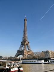 Tour Eiffel au dessus de la Seine, Paris