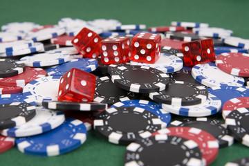 Casino Poker Chips mit Würfel