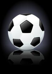 Ballon de football sur fond noir (reflet)