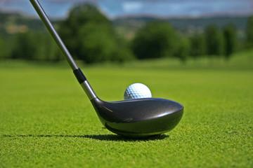driver et balle de golf