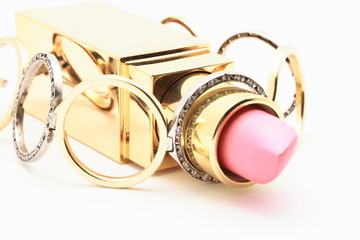 Diagonal lipstick with golden chain