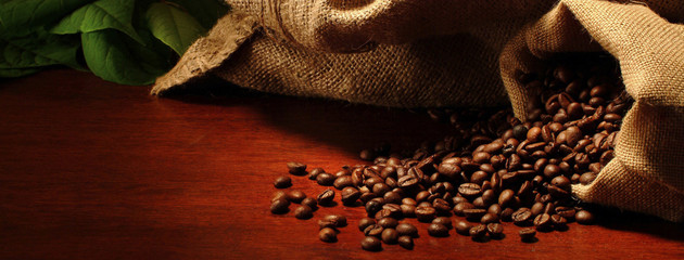 Poster Salle de cafe sacchetti con chicchi di caffè