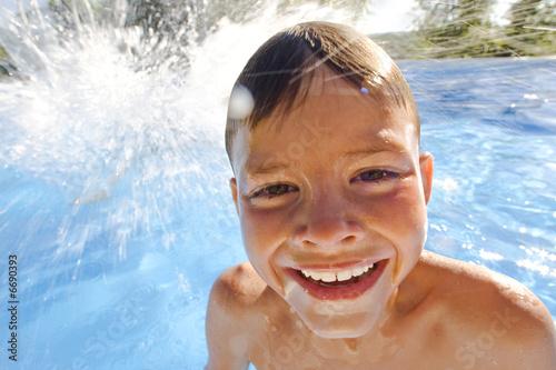 Enfant dans la piscine stock photo and royalty free for Piscine enfant