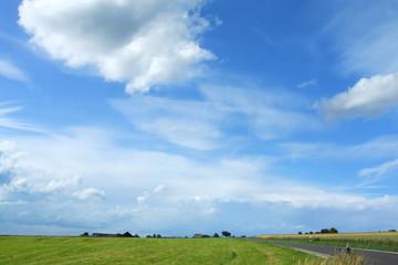 Himmel über Feldern