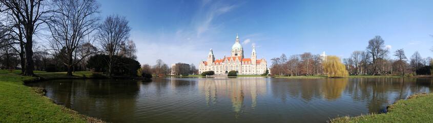 Neues Rathaus in Hannover mit Maschteich