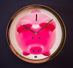 Amusing watch with pink pig