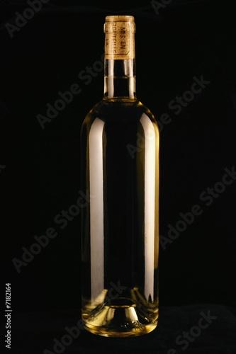 bouteille de vin blanc doux sucr photo libre de droits sur la banque d 39 images. Black Bedroom Furniture Sets. Home Design Ideas