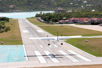 St. Barth: the short airstrip ends directly on the beach.