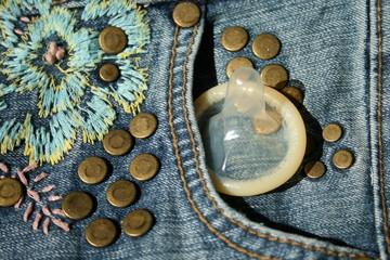 Kondom und Jeans