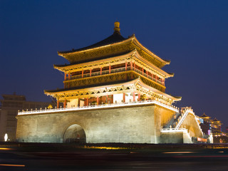 Photo sur Plexiglas Xian Night view of the Bell Tower in Xian
