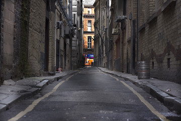 Foto auf Acrylglas Schmale Gasse Looking down a long dark back alley