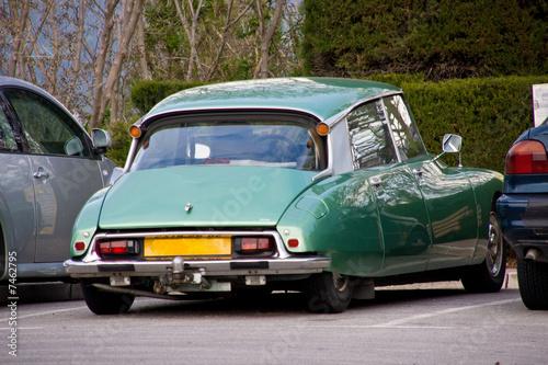 Ancienne voiture fran aise photo libre de droits sur la - Dessin de voiture ancienne ...