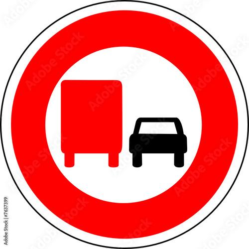 a0150 panneau interdiction doubler camion voiture fichier vectoriel libre de droits sur la. Black Bedroom Furniture Sets. Home Design Ideas